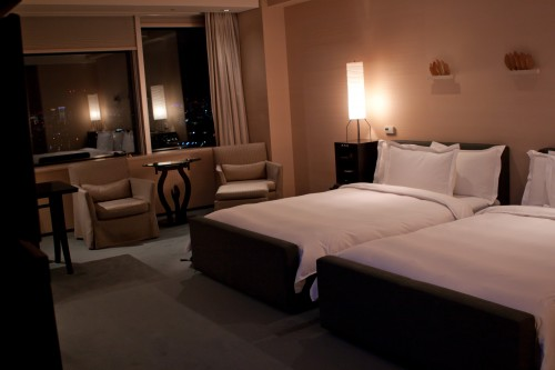 The Park Hyatt Deluxe Twin bedroom.