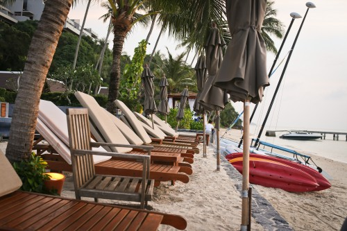 Plenty of seating at the beach and fun activities at the InterContinental!